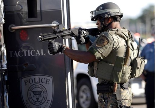Ferguson Clashes - Ferguson Police Like Military Unit - In Full Gear 5