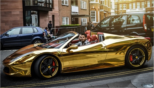 Gold Ferrari 458 Spider FI IRAK- Riyadh al-Azzawi driving his car 2