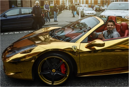 Gold Ferrari 458 Spider FI IRAK- Riyadh al-Azzawi driving his car