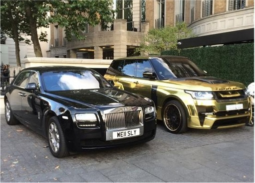 Saudi Arab Gold Range Rover in London - park next to Rolls-Royce Ghost