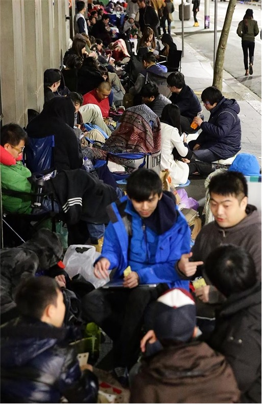 Apple Fans Camped for iPhone 6 in Australia - 2