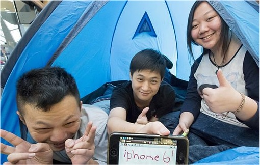 Apple Fans Camped for iPhone 6 in Australia - Chinese Students