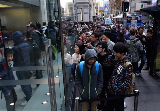 Apple Fans Queue for iPhone 6 in Australia - 2
