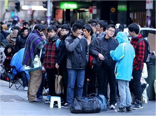 Apple Fans Queue for iPhone 6 in Australia - 3