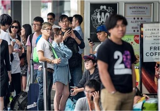 Apple Fans Queue for iPhone 6 in Australia - 4