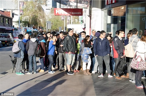 Apple Fans Queue for iPhone 6 in Australia - 7