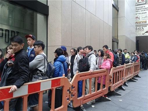 Apple Fans Queue for iPhone 6 in Australia - 8