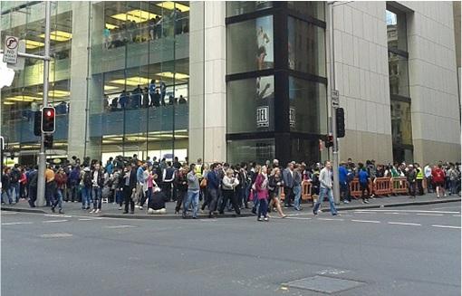 Apple Fans Queue for iPhone 6 in Australia - 9