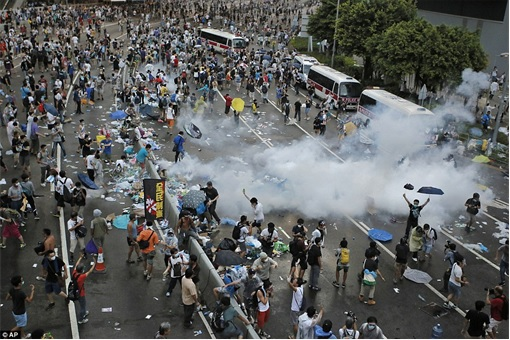 Hong Kong Demonstrations - Protestors tear gas - 1