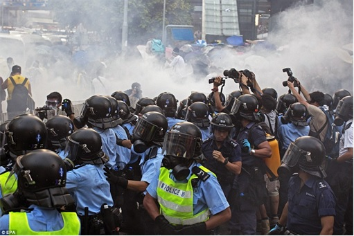 Hong Kong Demonstrations - Protestors tear gas - 2