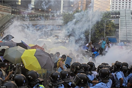Hong Kong Demonstrations - Protestors tear gas - 3