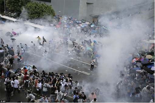 Hong Kong Demonstrations - Protestors tear gas - 4