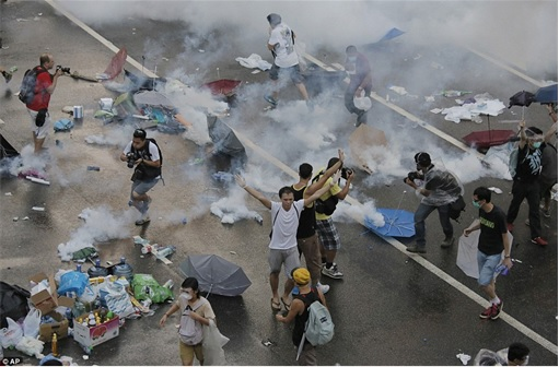 Hong Kong Demonstrations - Protestors tear gas - 5