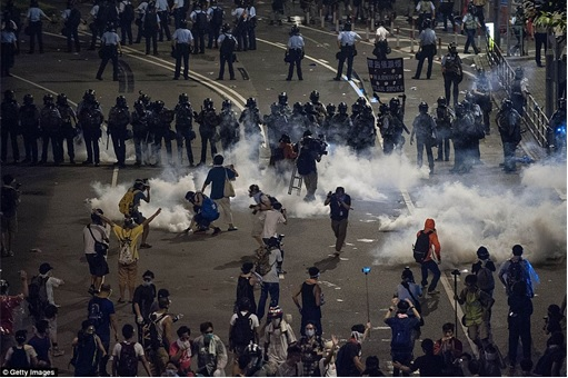 Hong Kong Demonstrations - Protestors tear gas - 6