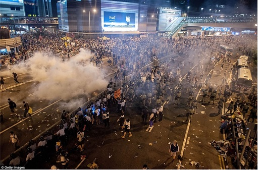 Hong Kong Demonstrations - Protestors tear gas - 8