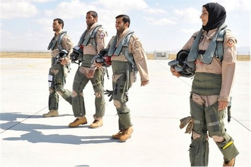 Major Mariam Al Mansouri - walking with other male pilots