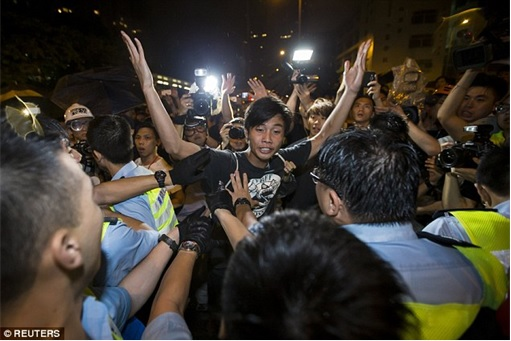 Arrest me if you dare - gang members challenge Hong Kong Police
