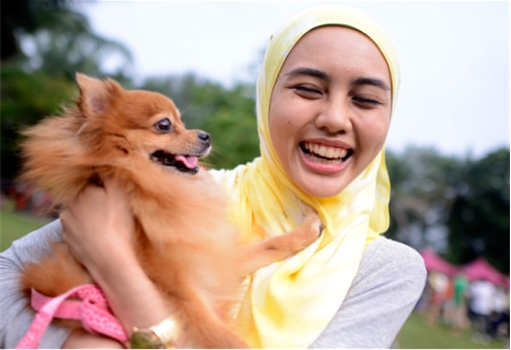 Malaysia I Want To Touch A Dog Event - Muslim Girl Happily Carrying A Dog