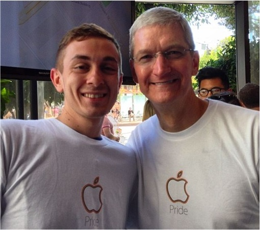 Tim Cook - Pose with Male