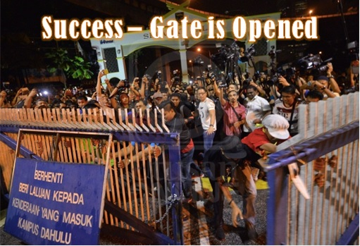 University Malaya - Storming the Gate - Success - Gate is Opened
