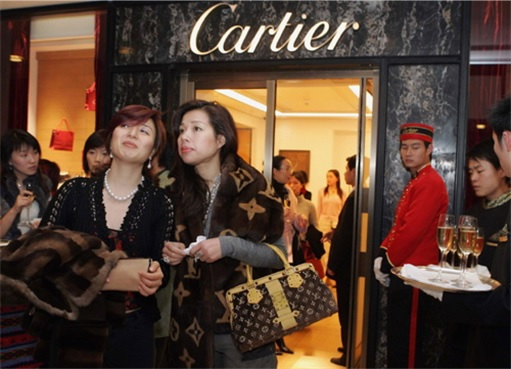 Wealthy Chinese Women at Cartier
