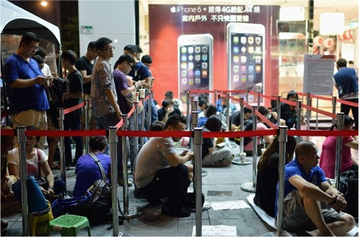 iPhone 6 in China - people queue