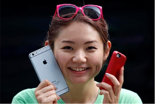 iPhone 6 in China - woman holding mock while queuing