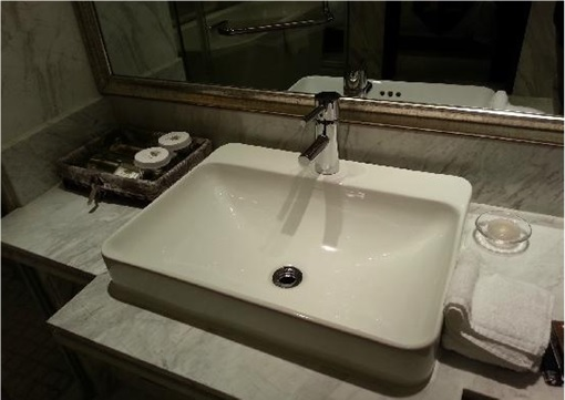China-North Korea Chilbosan Hotel - Toilet Sinks