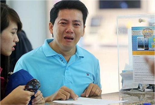 Vietnamese Pham Van Thoai Reduced to Tears After Conned