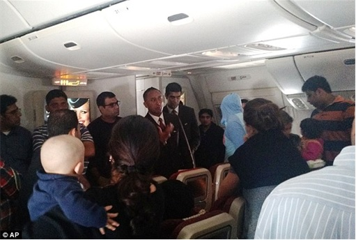 Etihad Airways Flight 183 stranded at Abu Dhabi Airport - Passengers Frustration