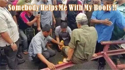 Malaysia in Flood - PM Najib Needs Help Wear Boots