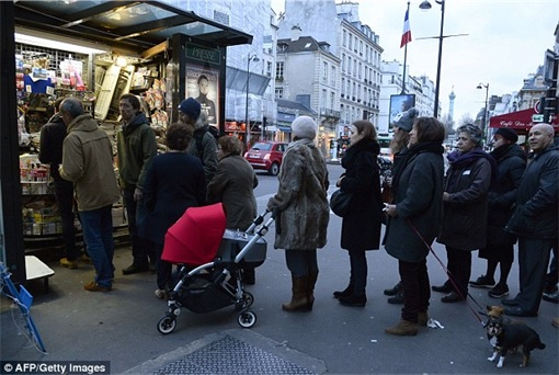Parisians Queue for First Issue of Charlie Hebdo since the attack - outside kiosk