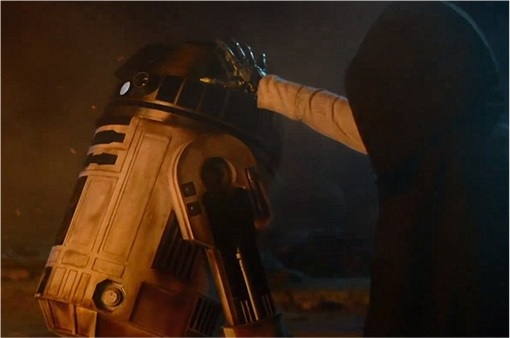 Star Wars The Force Awakens - Skywalker hands reaching to R2D2