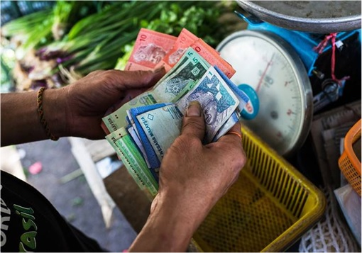 Malaysian Ringgit Toast - Seller Counting Money