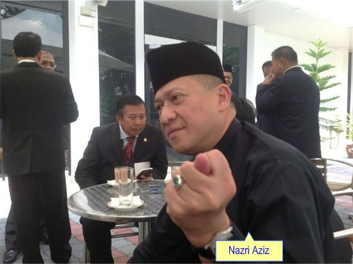 Nazri Aziz Showing Sexual Finger Gesture