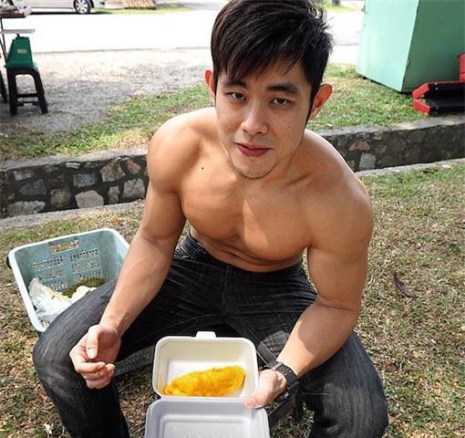 Jordan Yeoh - Hunky Durian Seller - Showing Durian