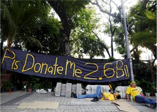 Bersih 4.0 - Charming and Creative Photo - Please Donate Me 2 Billion