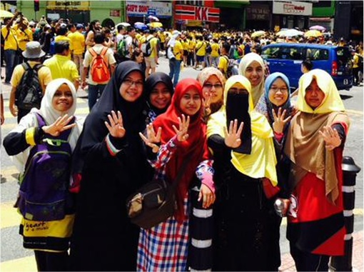 Bersih 4.0 - Charming and Creative Photo - University Student Showing Four Fingers