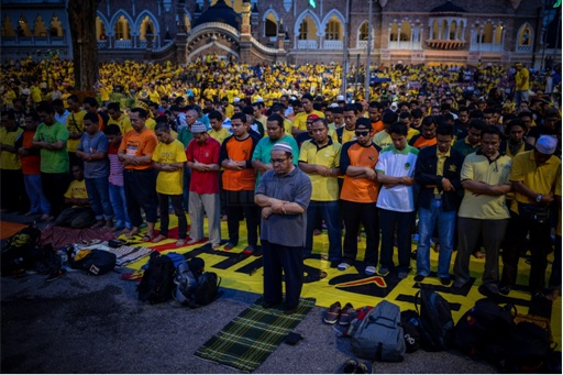 Bersih 4.0 - Malays Praying
