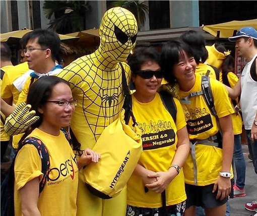 Bersih 4.0 - Photo - Spiderman Photographed with Protesters