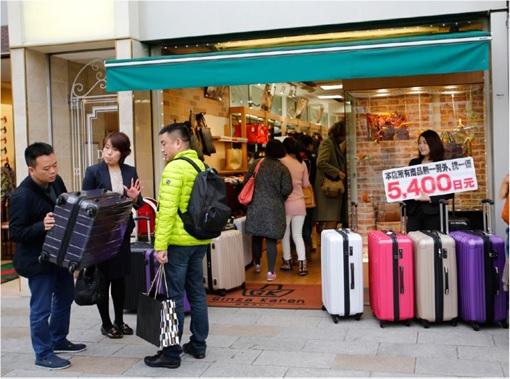 Chinese Shopping at Japan