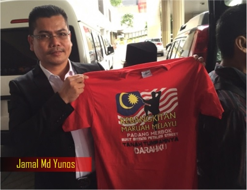 Jamal Md Yunos with Red T-Shirts for Rally