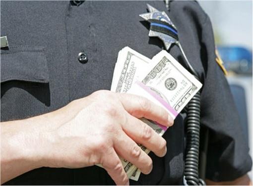 Pablo Escobar - Bribes Arresting Officers