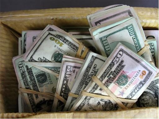Pablo Escobar - Rubber Bands Tie Stacks of Money Note