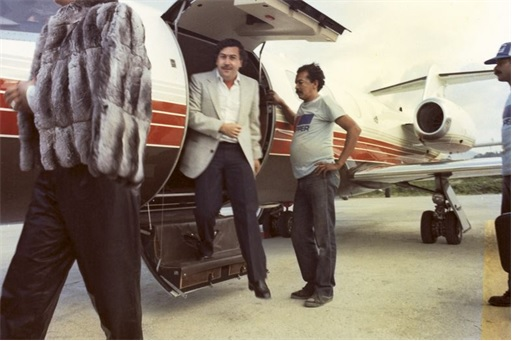 Pablo Escobar - Stepping Down from Private Plane