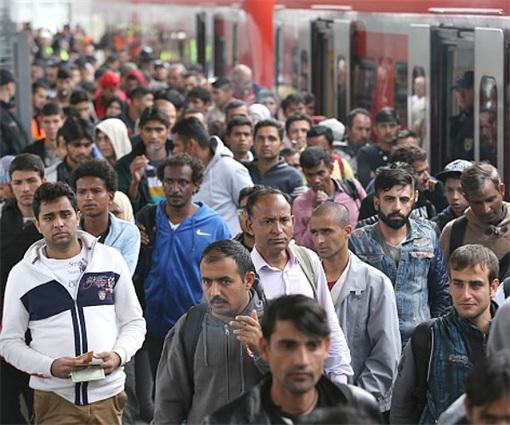Syrian Refugees Crisis - Muslim Refugees Entering USA