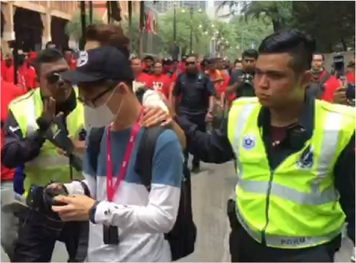 UMNO Red Shirts Rally Charming Message - Chinese Reporters Escorted Out by Police