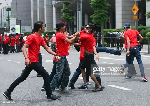 UMNO Red Shirts Rally Charming Message - Fighting Each Other