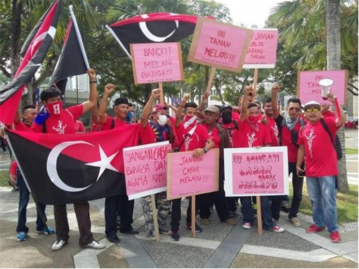 UMNO Red Shirts Rally Charming Message - Johor Batu Pahat Protestors