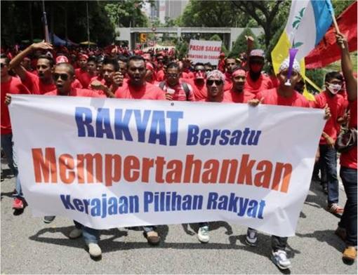 UMNO Red Shirts Rally Charming Message - Rakyat Bersatu Mempertahan Kerajaan